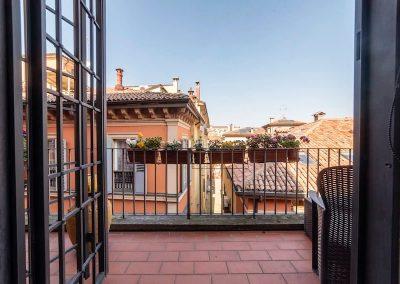 Stanza della Rosa a Bologna in guest house di Bibliò Rooms